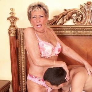 Dicke Titten Ehesau lässt sich vom Liebhaber poppen